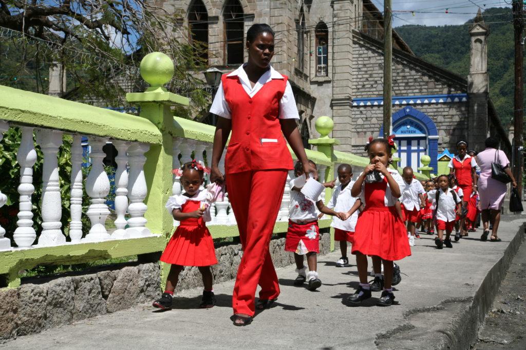 Żeglowanie po Karaibach - przedszkole na spacerze